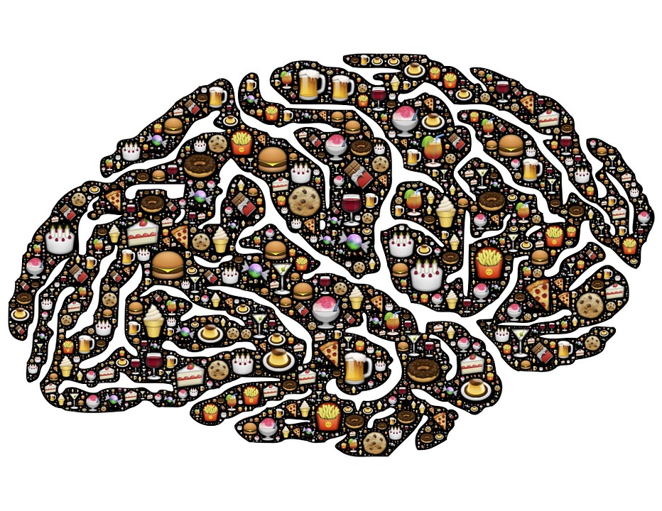 effects of food on the brain Eating high-quality foods that contain lots of vitamins, minerals, and antioxidants nourishes the brain and protects it from oxidative stress — the waste (free radicals) produced when the body uses oxygen, which can damage cells.